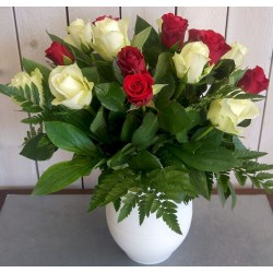 bouquet rond rose rouge et blanche (petit bouton)