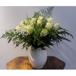 Bouquet rond roses blanches...